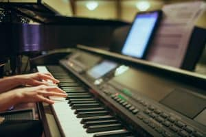 6 Cara cepat belajar memainkan piano secara otodidak