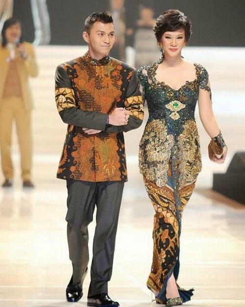 Cara berpakaian Batik ala Artis Anjasmara