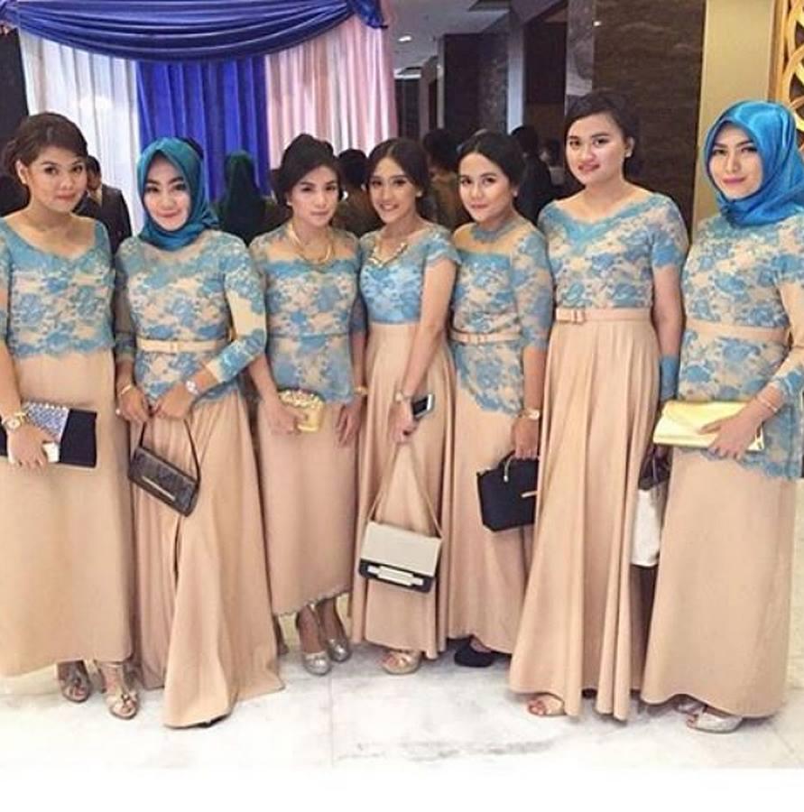 Contoh Model Kebaya Brokat Tile Satin.