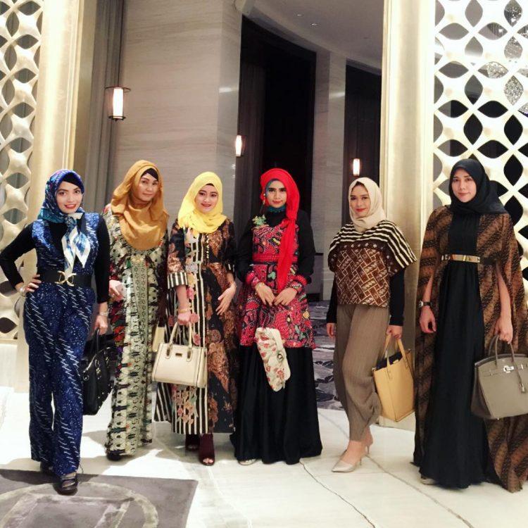 Model-Baju-Batik-Pesta-Wanita-Modern-Saat-Ini - Dans Media 4f2f6055bd