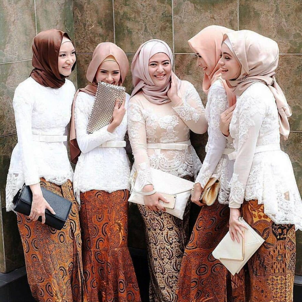 Model Kebaya Kartini Modern Hijab.