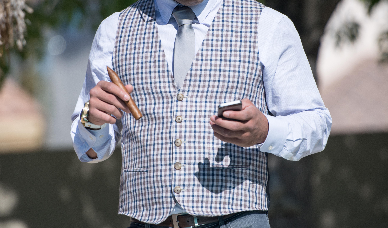 Gaya berpakaian casual modern pria terbaru