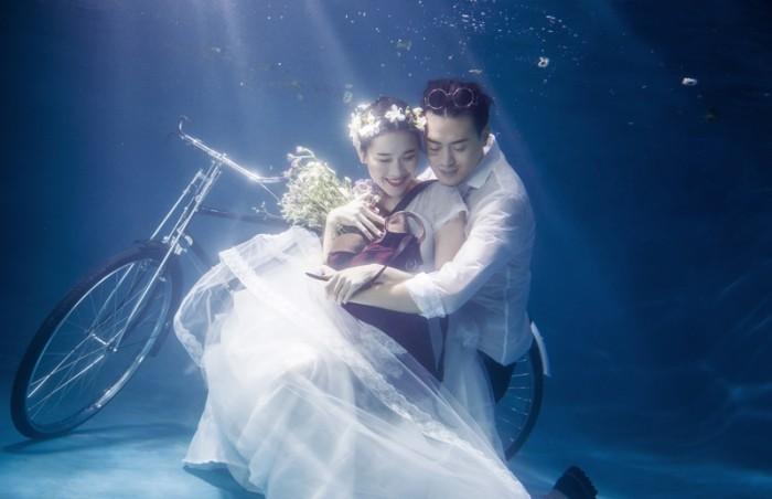 Foto prewed dalam air.