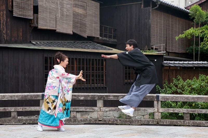 Foto Prewed menggunakan pakaian jepang.