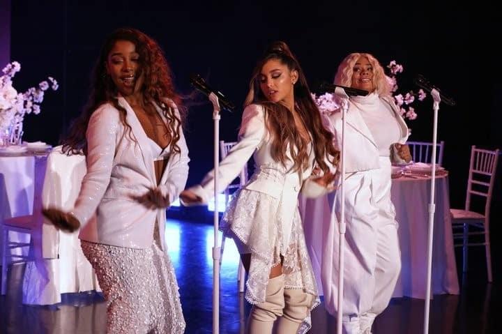 Foto konser penyanyi terkenal Arianna Grande