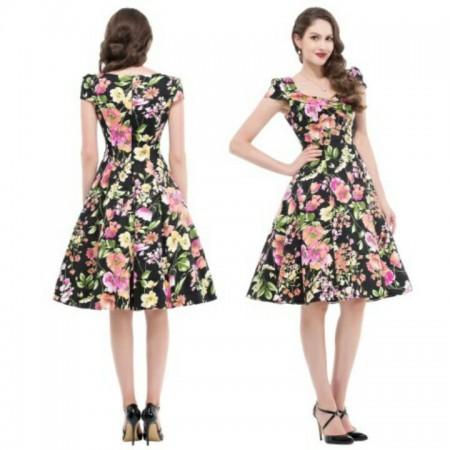 Dress dengan desaign bunga.