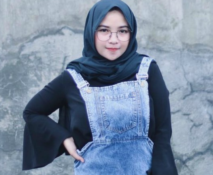 10 Inspirasi Fashion Baju Hijab Era 90an Berani Tampil Beda